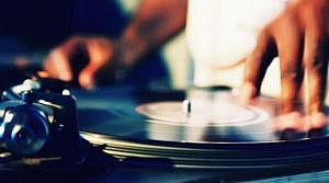 12/30 – Vinyl DJ Marco Ruiz @ The Knickerbocker